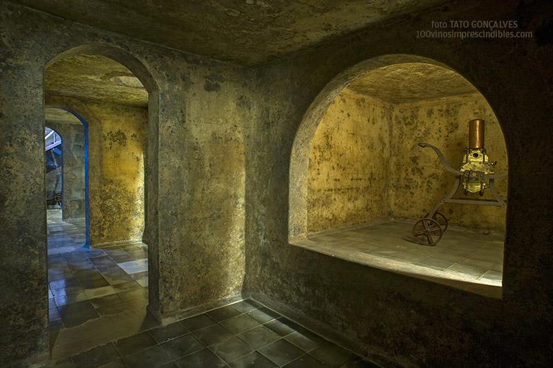En el Museo El Grifo, interior de las tanquillas donde se elaboraba el vino en los años 30 del s. XX./ Foto T. GONÇALVES